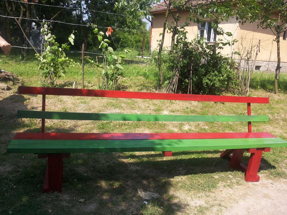 z paliet sme si urobili aj krásny záhradný nábytok